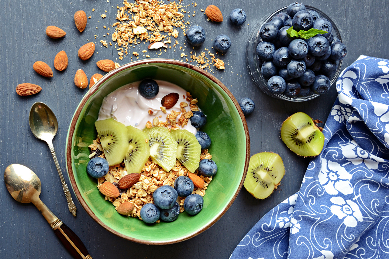Картинки Завтрак Киви Черника Пища Миска ложки Мюсли Орехи Еда Ложка Продукты питания