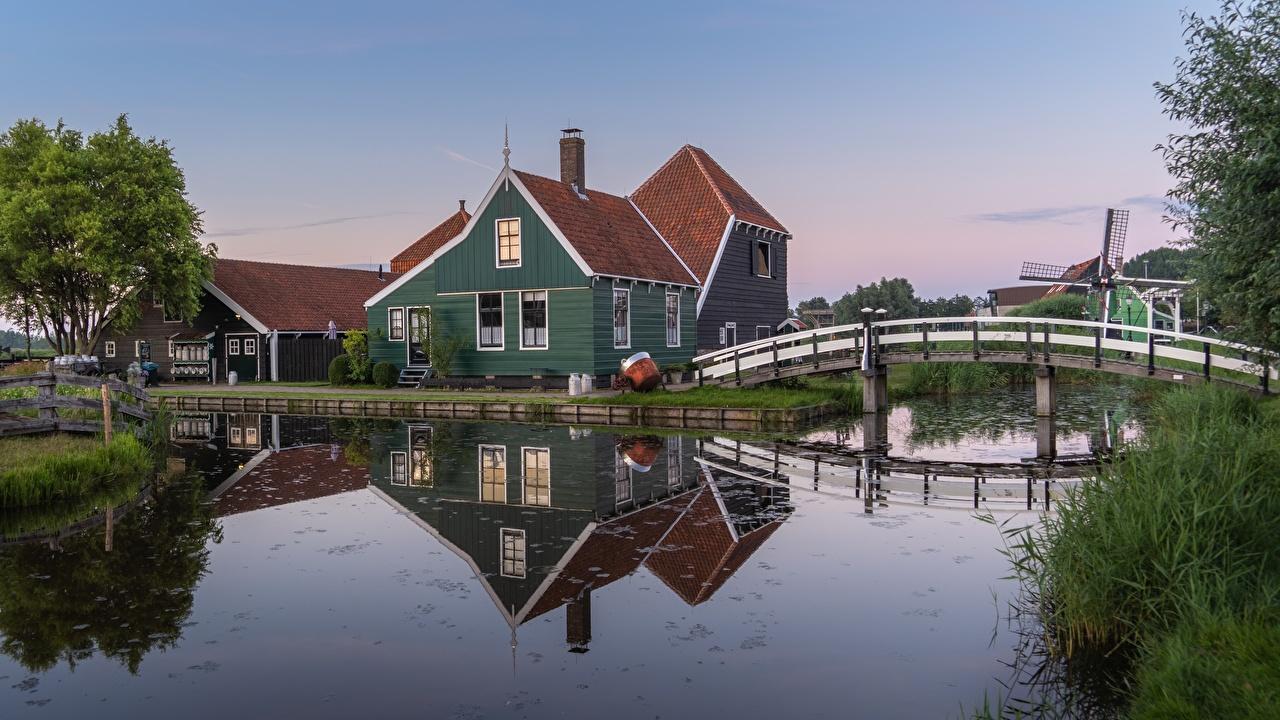 Фото Нидерланды Zaandam, Noord-Holland мост Водный канал город Здания голландия Мосты Дома Города