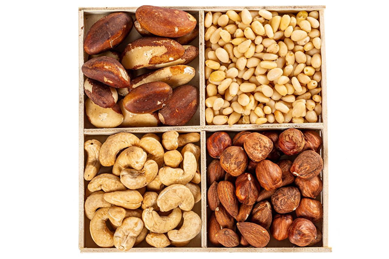Фотографии Фундук Пища Орехи белым фоном Лесной орех Еда Продукты питания Белый фон белом фоне