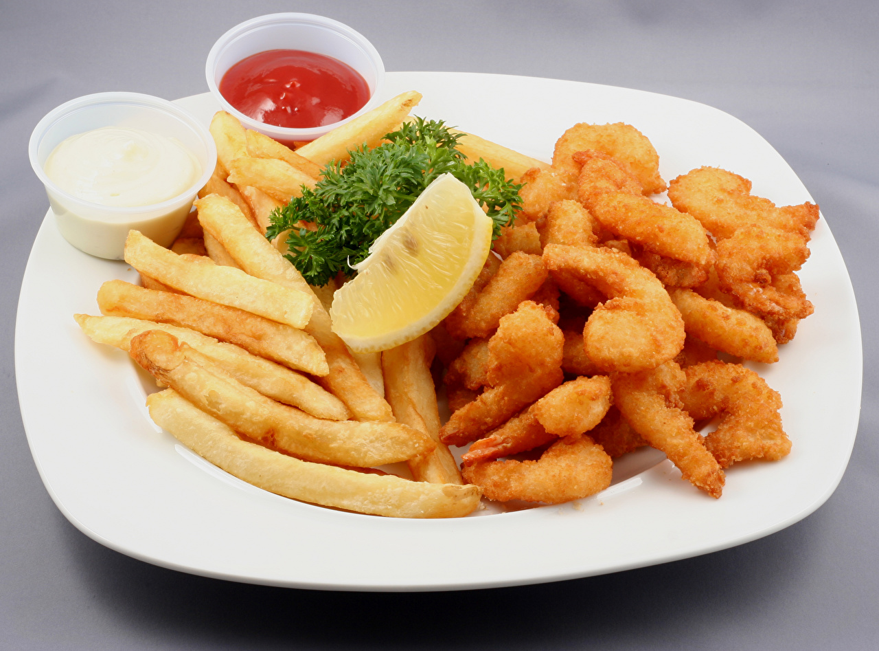 Фотография Картофель фри Лимоны кетчупа Еда тарелке Мясные продукты Кетчуп кетчупом Пища Тарелка Продукты питания