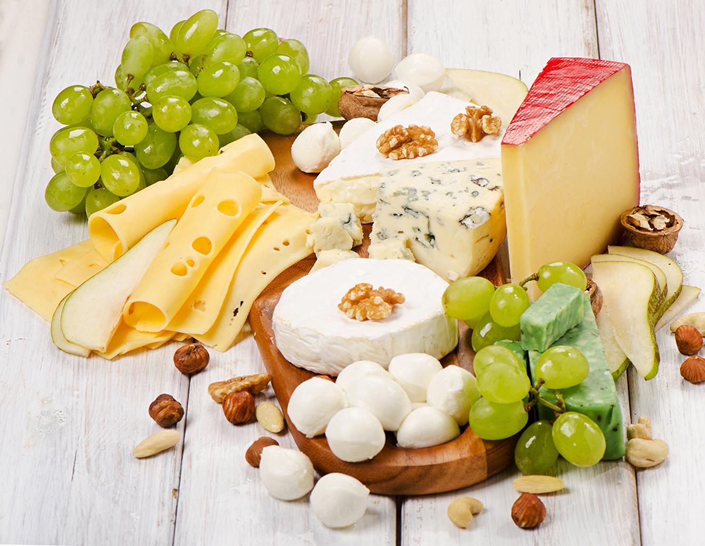 Фотография Сыры Виноград Продукты питания Нарезанные продукты Орехи Доски Еда Пища нарезка