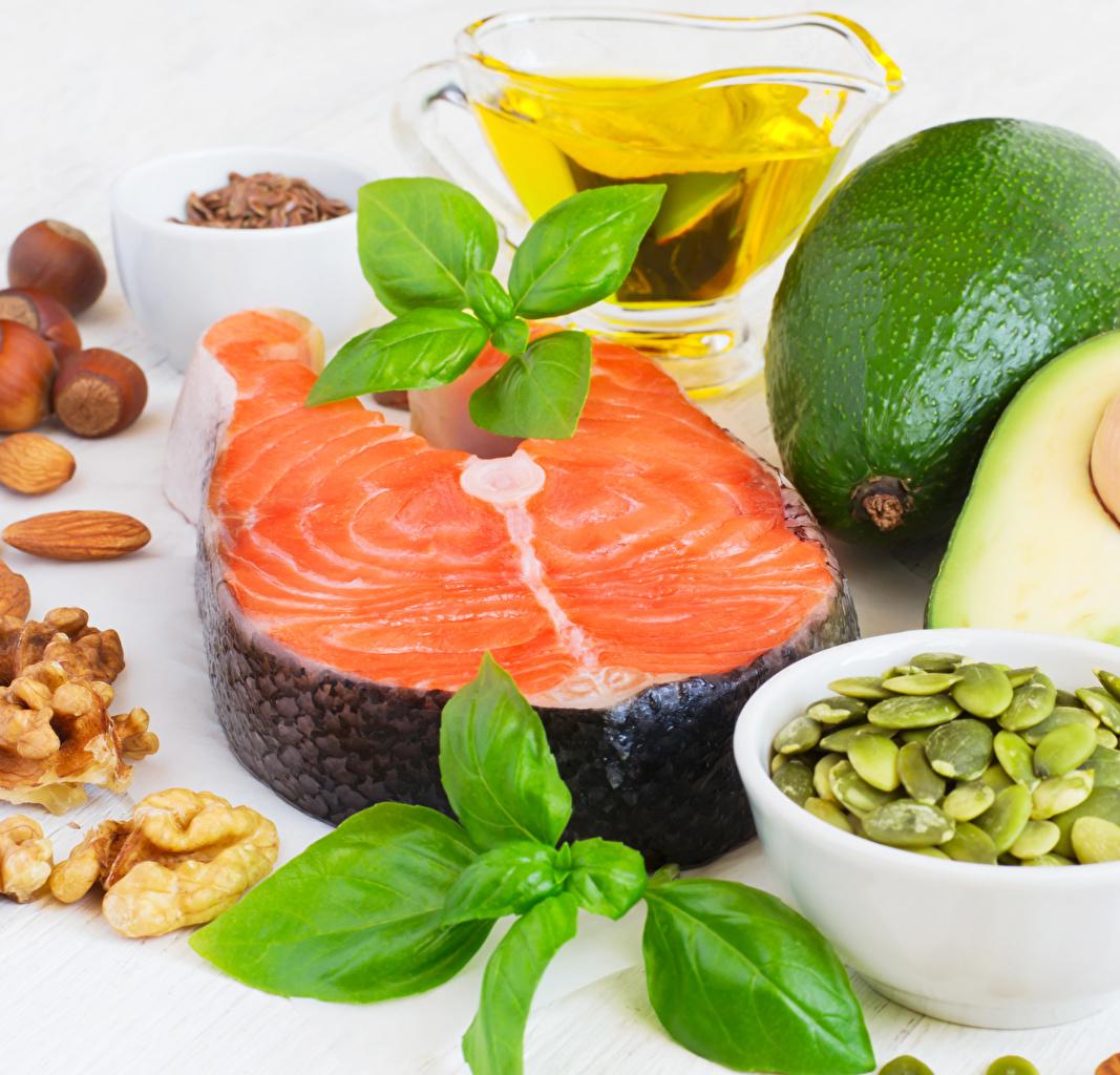 Фотографии Лососи Рыба Авокадо кусочек Пища Орехи часть Кусок кусочки Еда Продукты питания