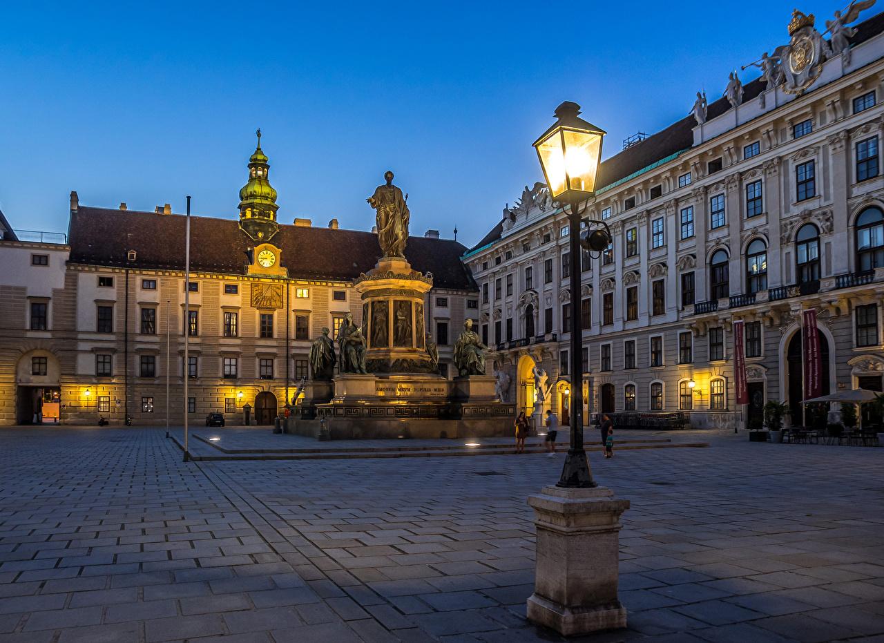 Картинки Вена Австрия Памятники Вечер Уличные фонари Дома город Здания Города