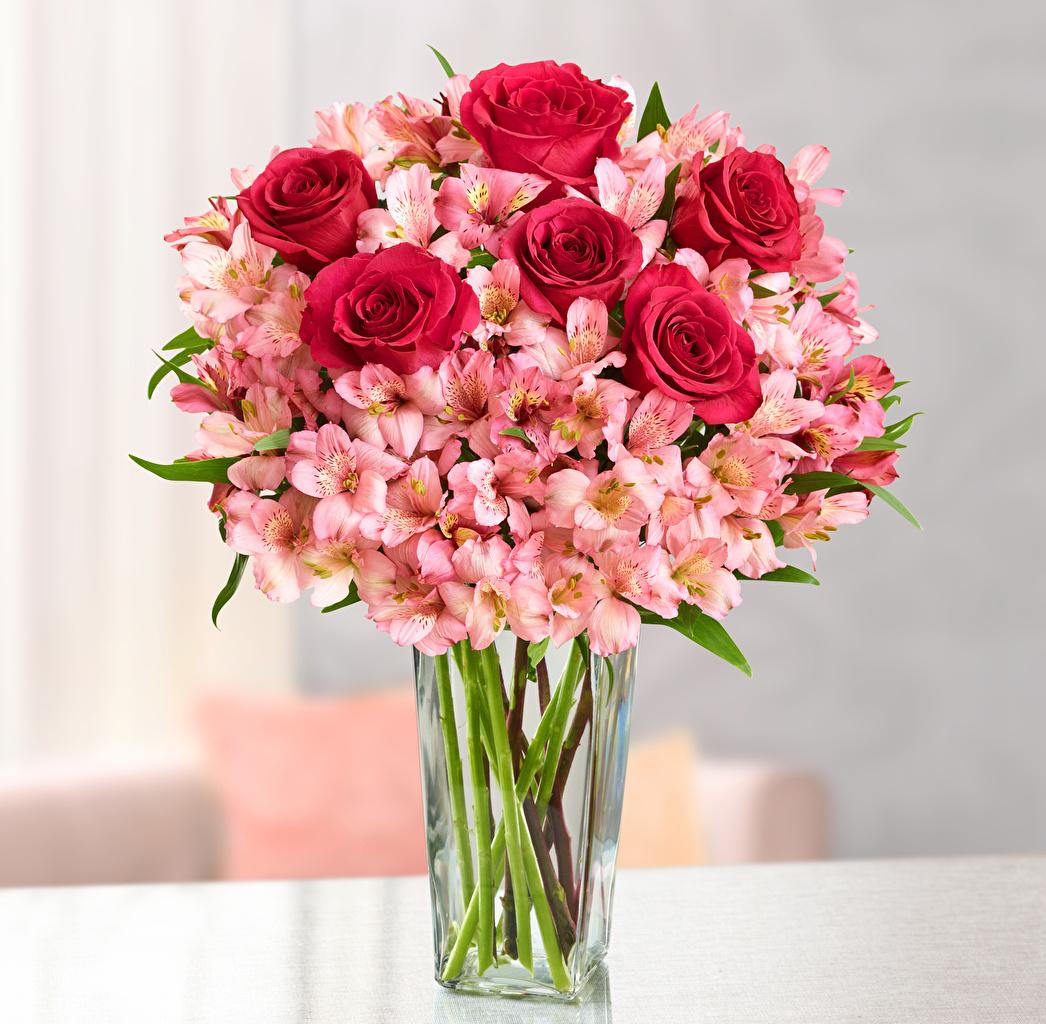 Bouquets_Roses_Alstroemeria_Vase_518689_