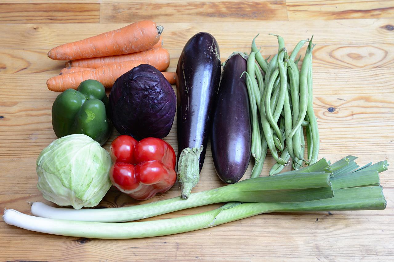 Фотография Капуста морковка Баклажан Овощи перец овощной Продукты питания Доски Морковь Еда Пища Перец