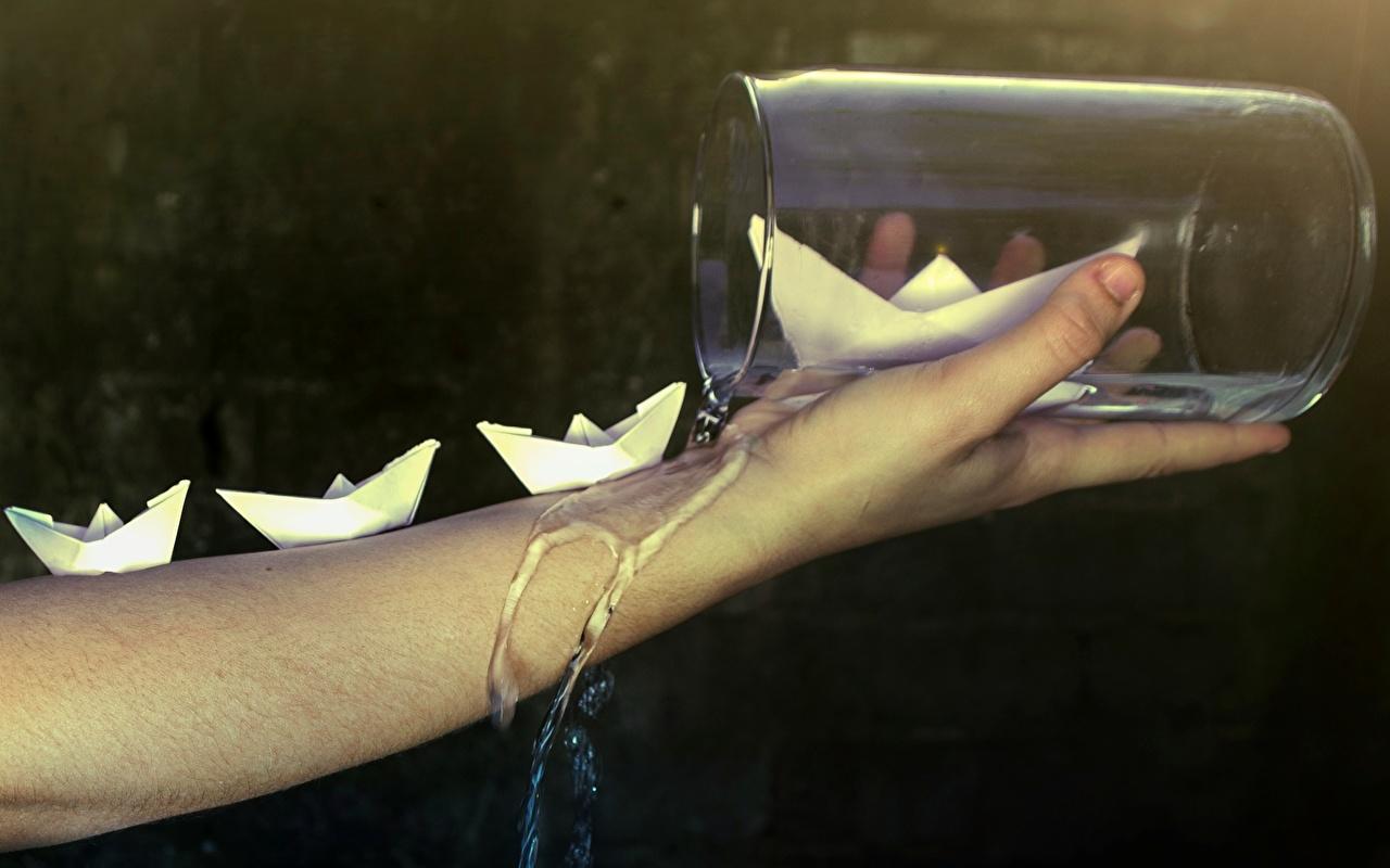 Обои банки Корабли Руки Вода вблизи Банка банке рука Крупным планом