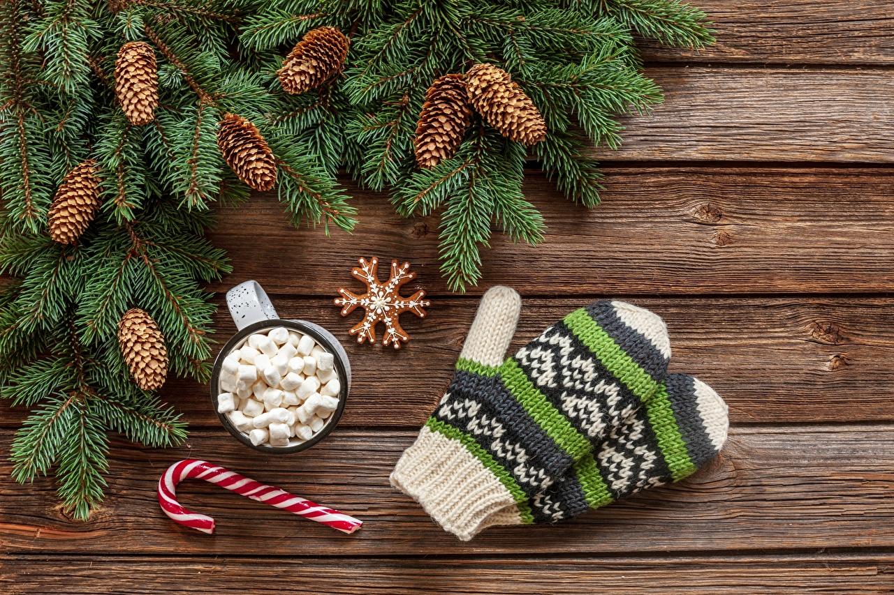 Фотография Рождество Варежки зефирки Ветки Шишки Доски Новый год рукавицы Маршмэллоу ветвь