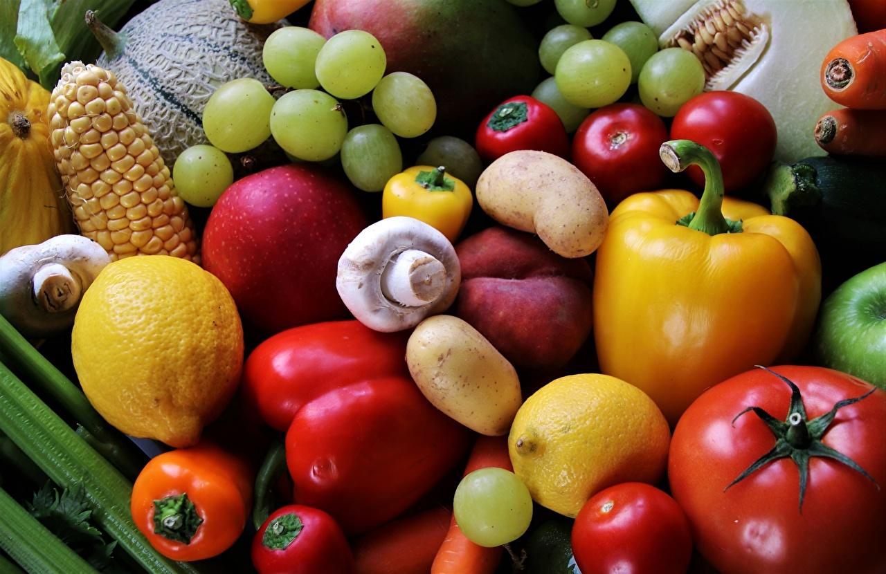 Обои для рабочего стола Томаты Грибы Лимоны Виноград Овощи Фрукты перец овощной Продукты питания Помидоры Еда Пища Перец