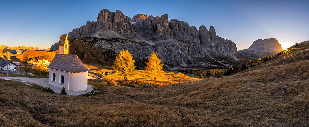 Фото Природа Церковь Италия Панорама South Tyrol гора альп Пейзаж Рассветы и закаты панорамная Горы Альпы рассвет и закат