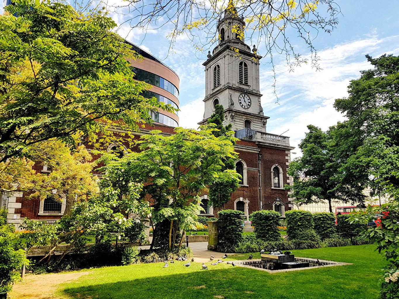 Обои для рабочего стола Лондон Англия Трава Дома Кусты Города лондоне траве город кустов Здания