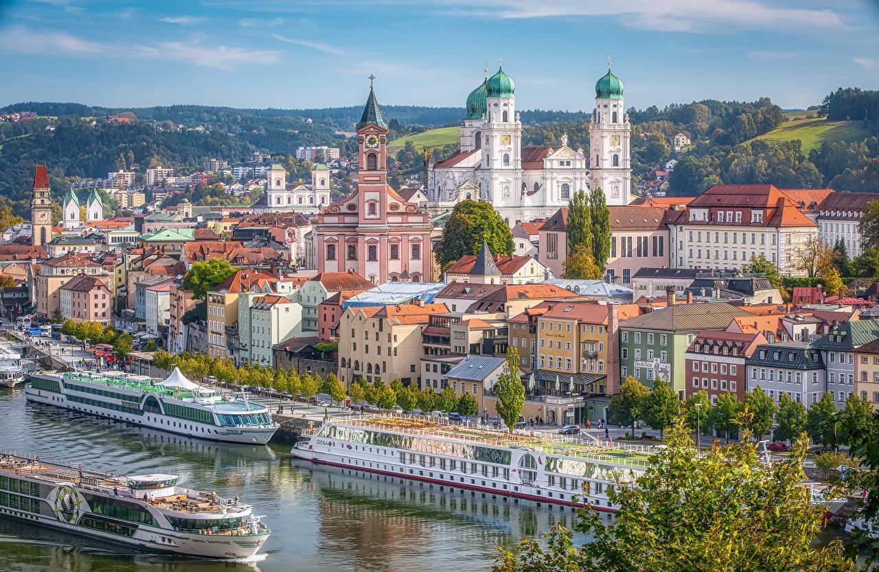 Обои для рабочего стола Бавария Германия Passau Речные суда Реки Пирсы город Здания река речка Причалы Пристань Дома Города