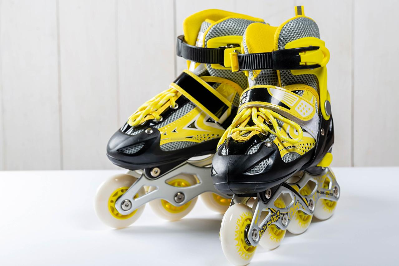 Фотография желтых роликами спортивные Крупным планом Спорт Ролики желтая желтые Желтый роликах спортивная спортивный Роликовые коньки вблизи