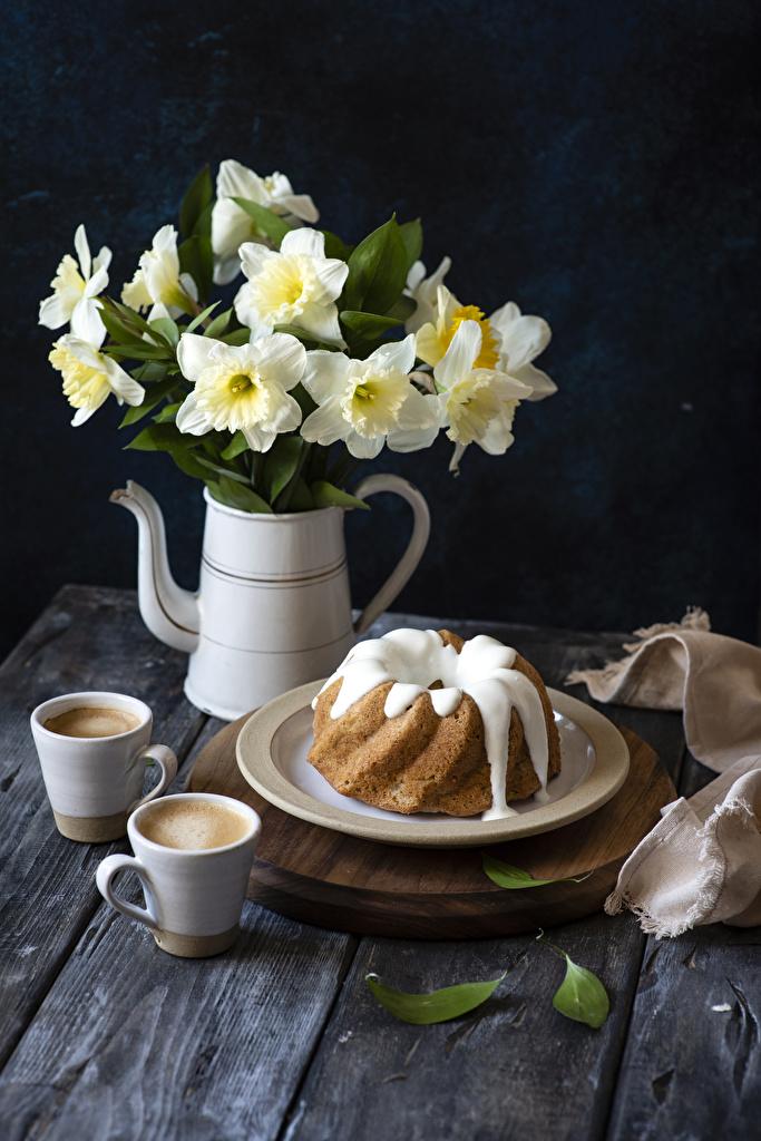 Фотографии Кекс Кофе Капучино Цветы Нарциссы Еда Чашка тарелке  для мобильного телефона цветок Пища чашке Тарелка Продукты питания