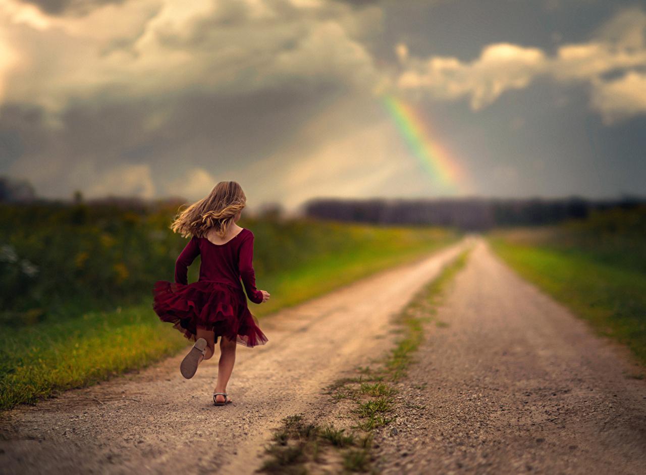 Фотографии Девочки Бег Ребёнок Радуга Дороги Дети
