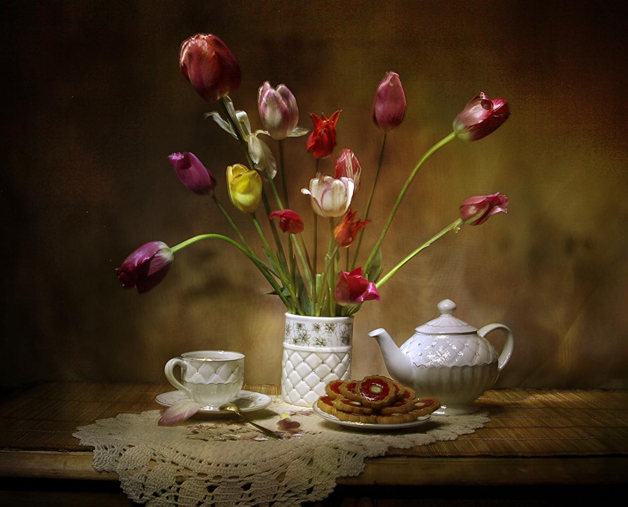 Фото тюльпан Цветы Чайник Ваза Пища Чашка Выпечка Натюрморт Тюльпаны цветок Еда вазе вазы чашке Продукты питания