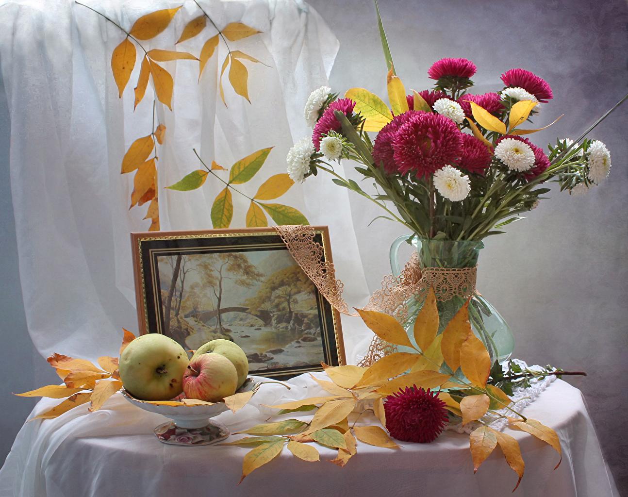 Фотография Листья букет Осень Астры Цветы Яблоки Живопись Натюрморт