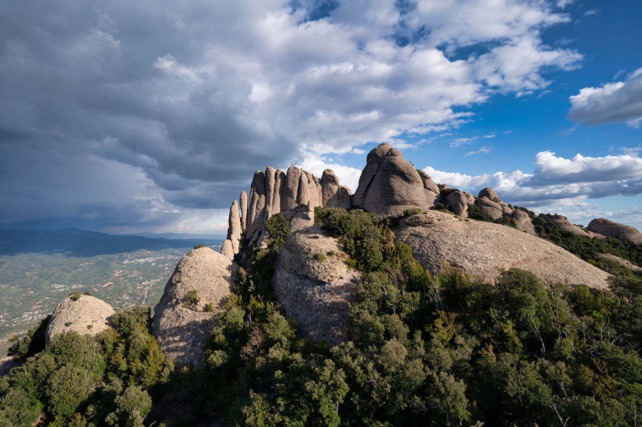 Фотографии Испания Catalonia гора Скала Природа Облака Горы Утес скале скалы облако облачно