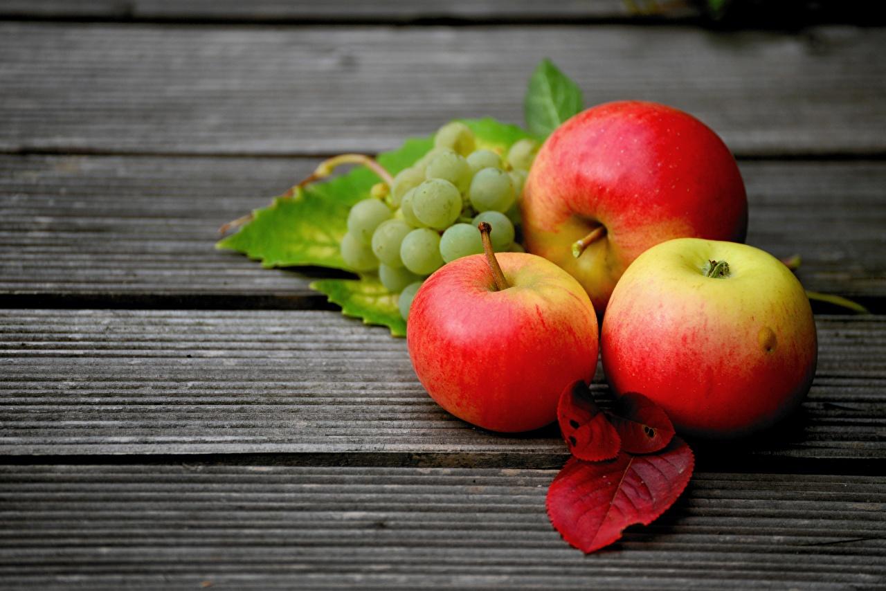 Картинки Листья Яблоки Виноград Пища Доски лист Листва Еда Продукты питания