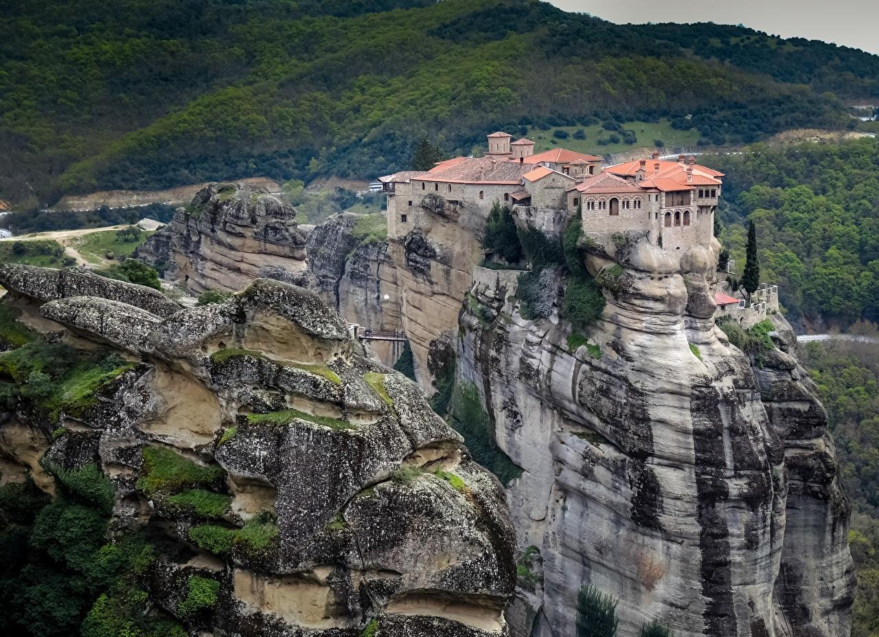 Картинки Монастырь Греция Meteora Monasteries скалы город Утес скале Скала Города