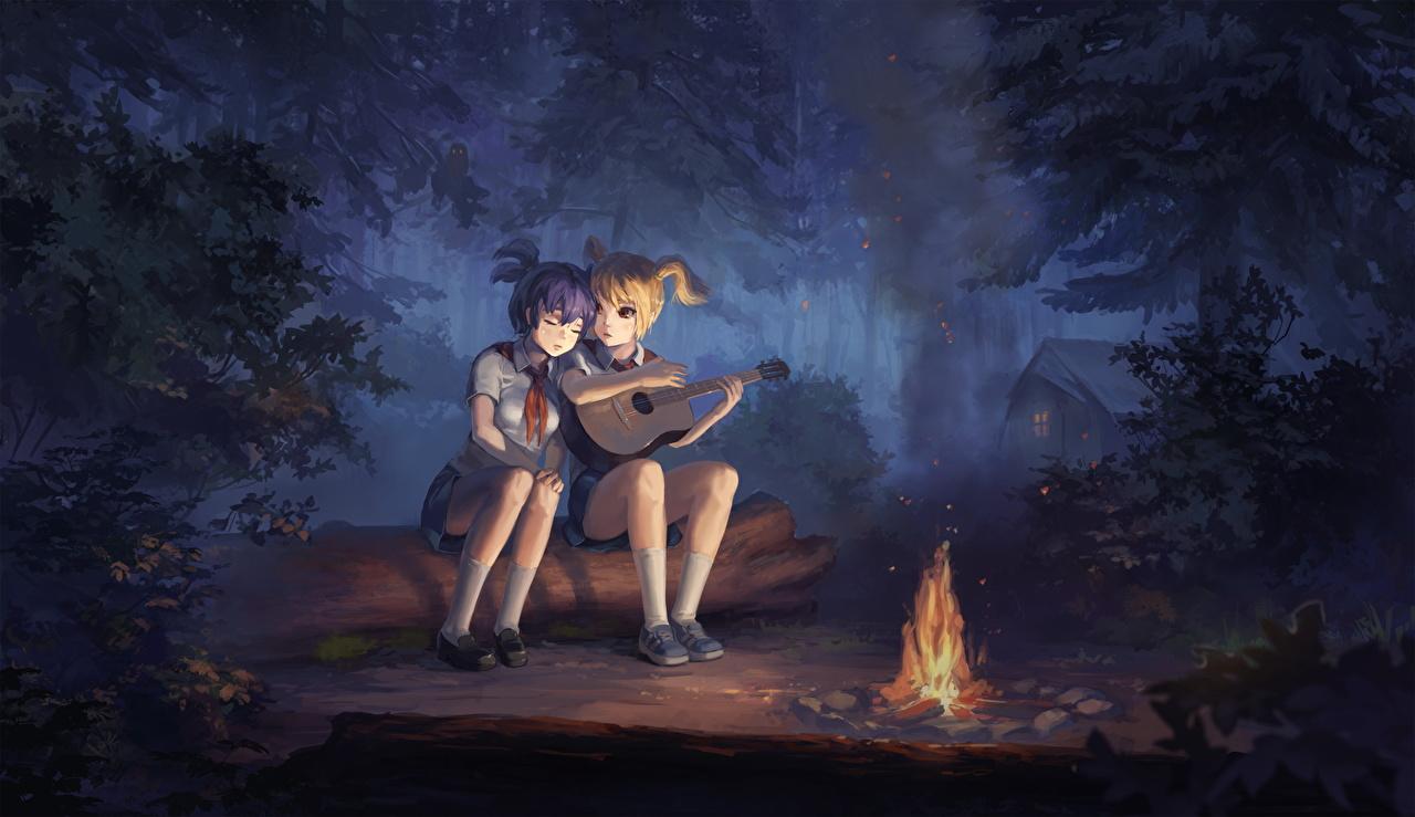 Фото Девочки Гитара Костер Аниме вдвоем бревно Ночь девочка гитары с гитарой костры костёр костром 2 два две Двое Бревна ночью в ночи Ночные