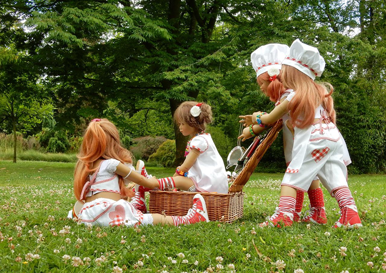 Фото повары Парки девочка Grugapark Essen  куклы Трава Корзина Природа Повар повара парк Девочки Кукла траве корзины Корзинка