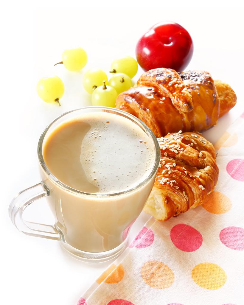 Картинки Кофе Круассан Капучино Еда Чашка Белый фон Пища чашке Продукты питания белом фоне белым фоном