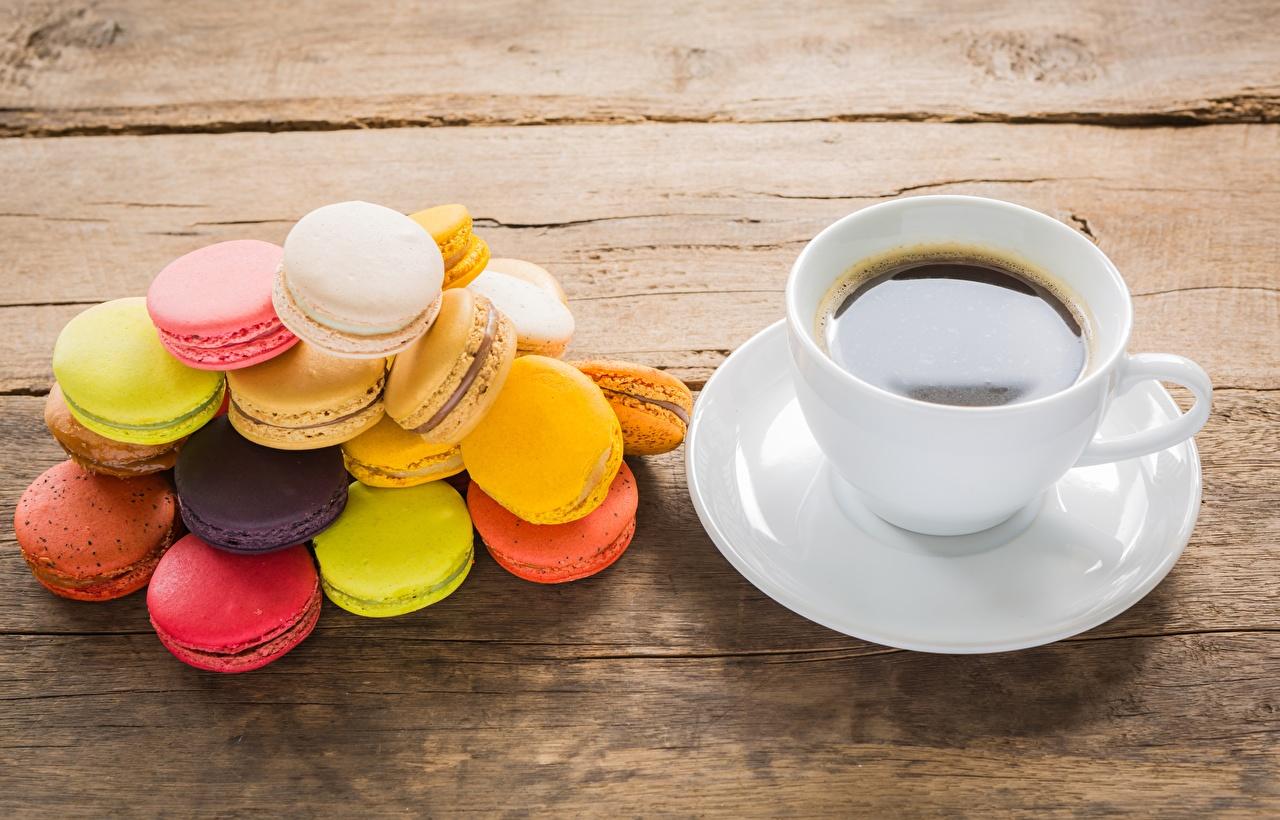 Обои для рабочего стола Макарон Разноцветные Кофе чашке Печенье Продукты питания Еда Пища Чашка