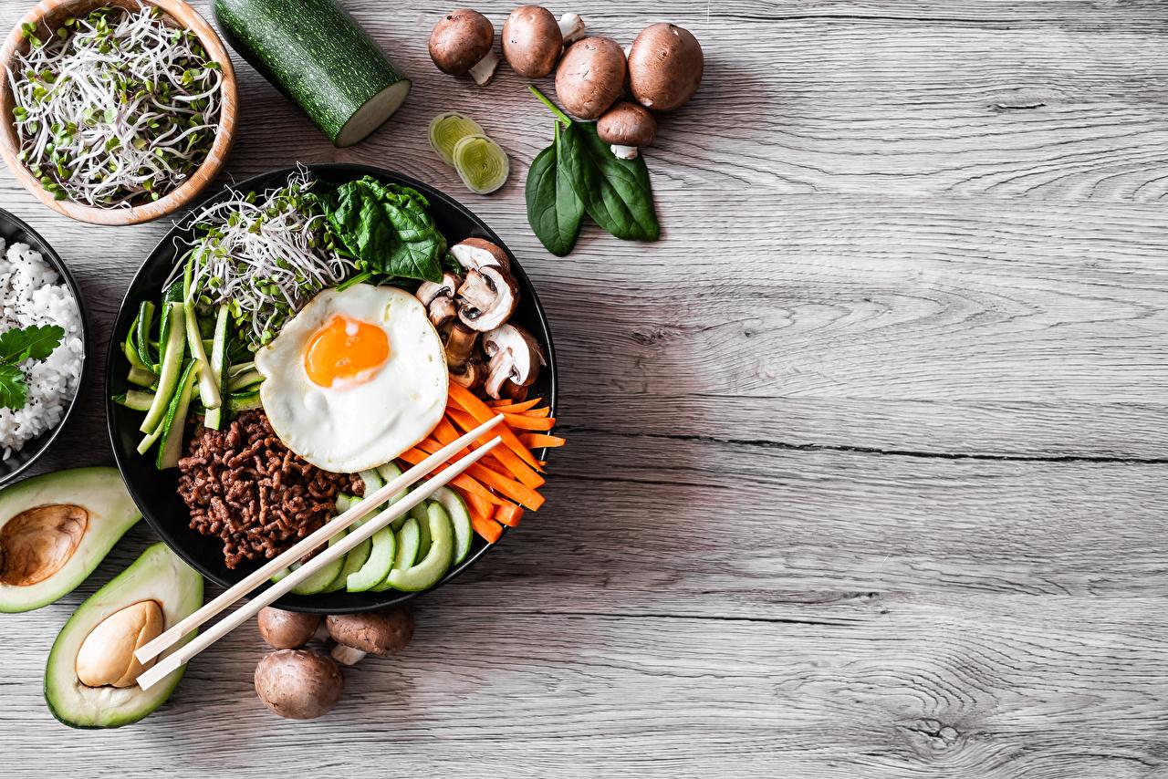 Фотография Bibimbap Яичница Грибы Авокадо Палочки для еды Продукты питания Нарезанные продукты яичницы глазунья Еда Пища нарезка
