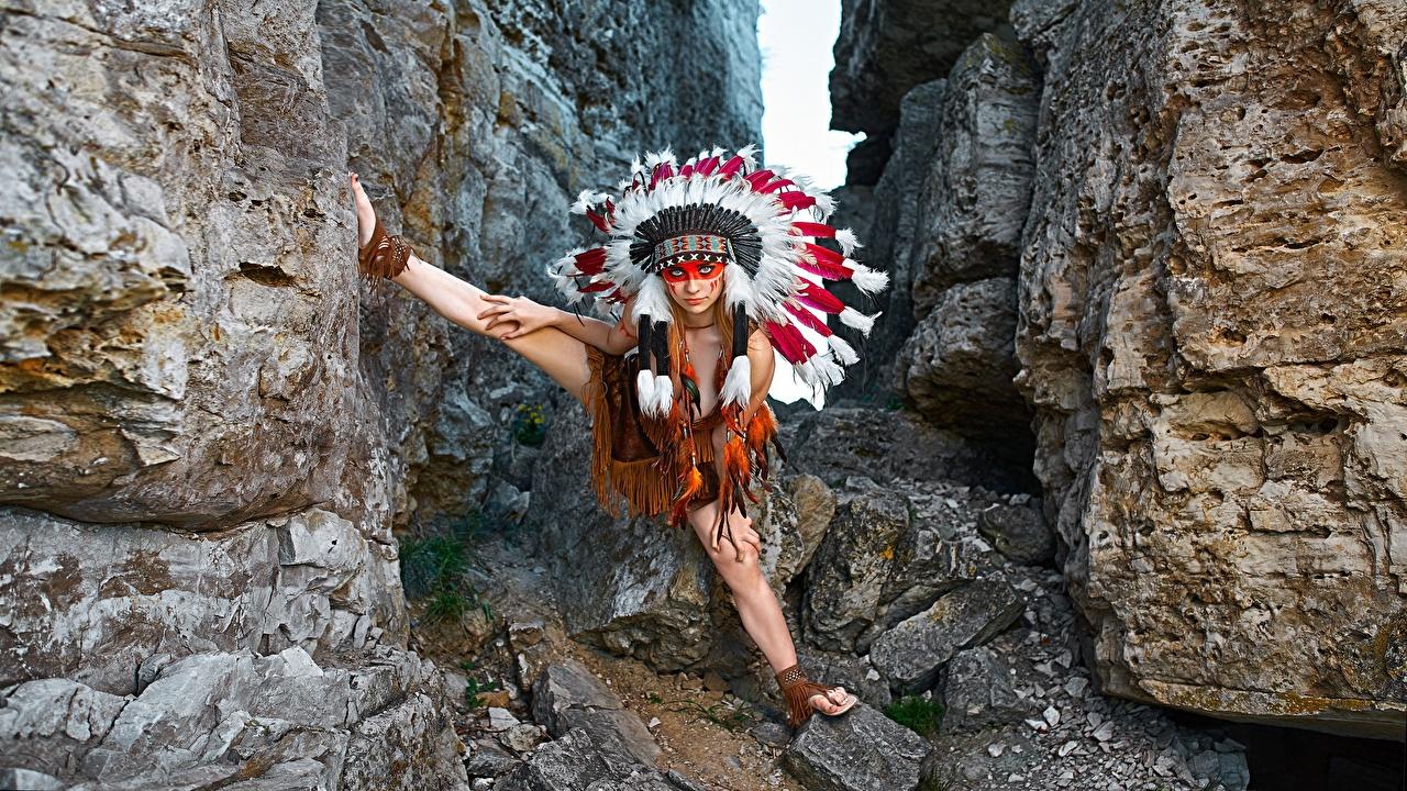 Фотографии индейца Alena Turcan, Vyacheslav Turcan Поза Индейский головной убор Скала молодые женщины индеец Индейцы позирует Утес скале скалы девушка Девушки молодая женщина