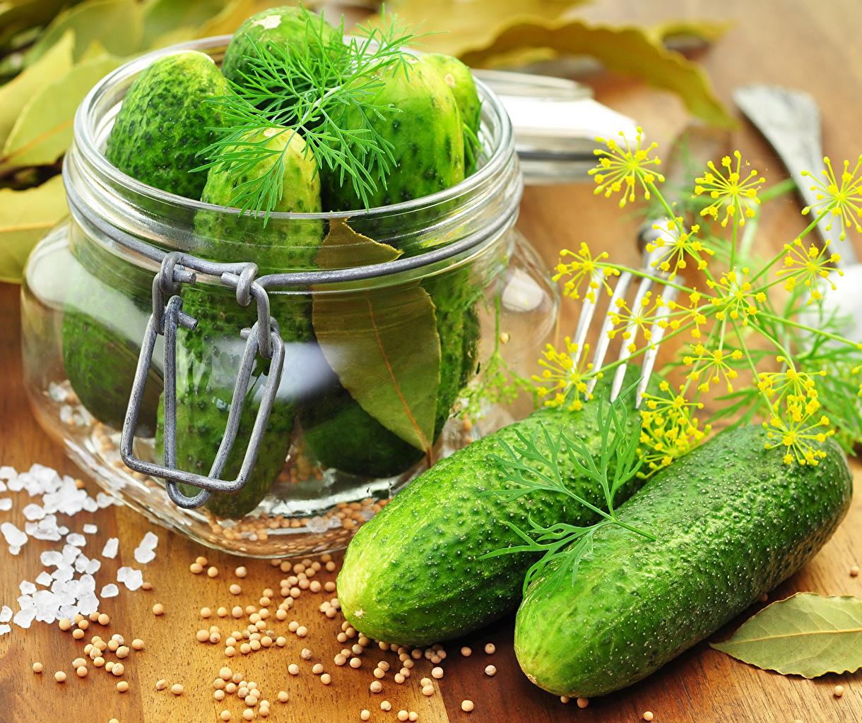 Фото Огурцы Укроп Банка Еда Овощи банке банки Пища Продукты питания