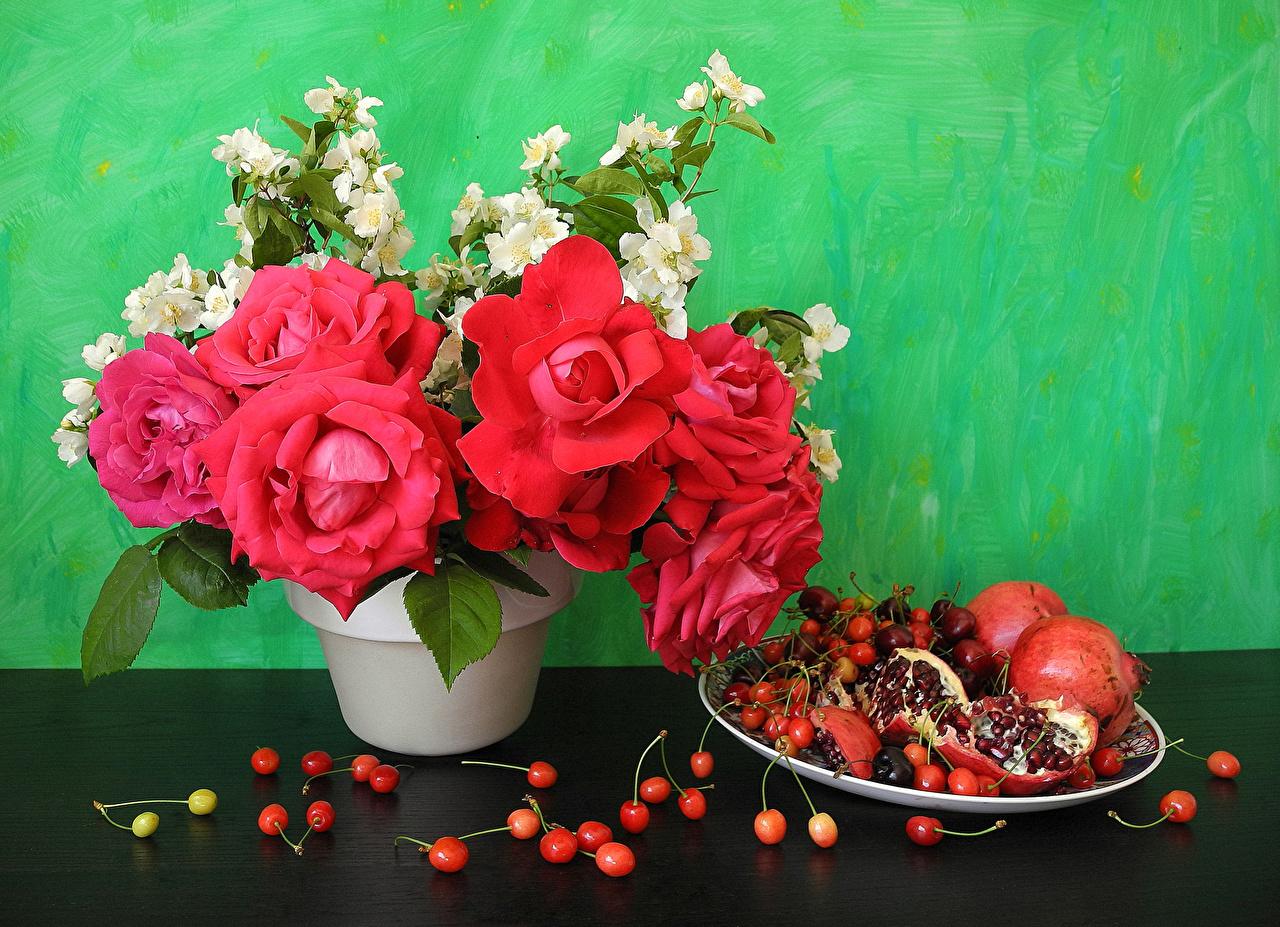 Фото роза цветок Гранат Черешня Натюрморт Розы Вишня Цветы