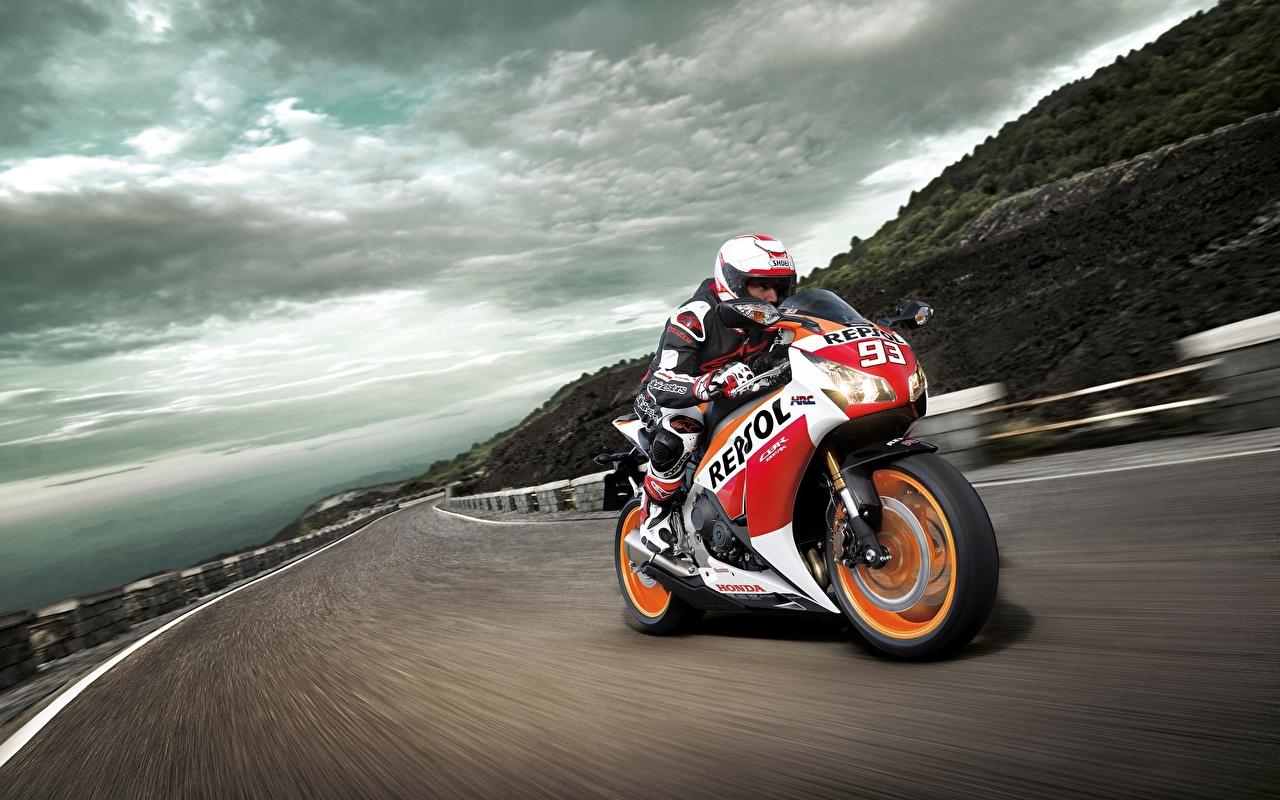 Фотография Honda CBR1000RR Мотоциклы Дороги скорость едущий Движение