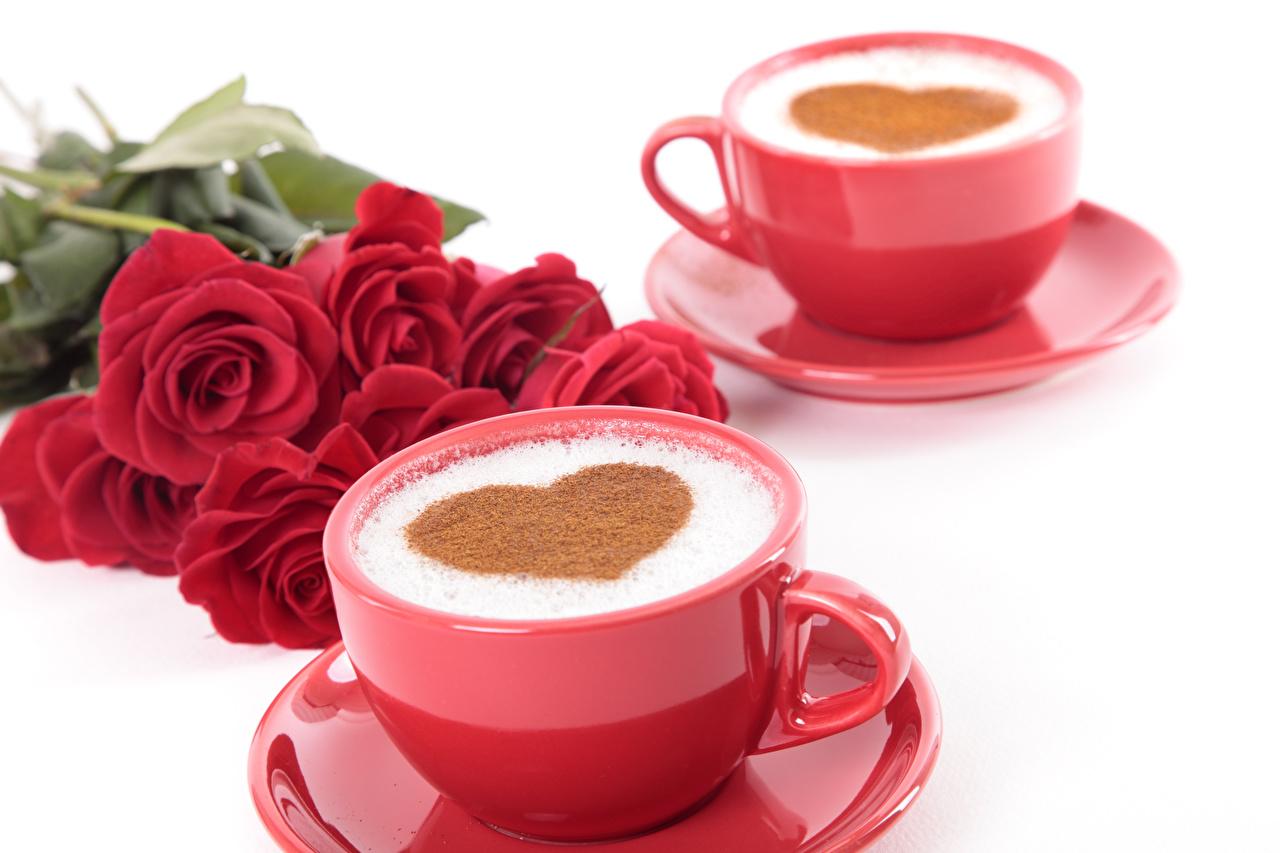 Картинки День святого Валентина Сердце 2 Кофе Капучино Чашка Продукты питания Белый фон День всех влюблённых сердечко Двое вдвоем Еда Пища