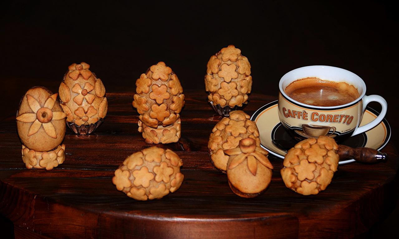 Фото Яйца Кофе чашке Печенье Продукты питания Выпечка Дизайн яиц яйцо яйцами Еда Пища Чашка дизайна