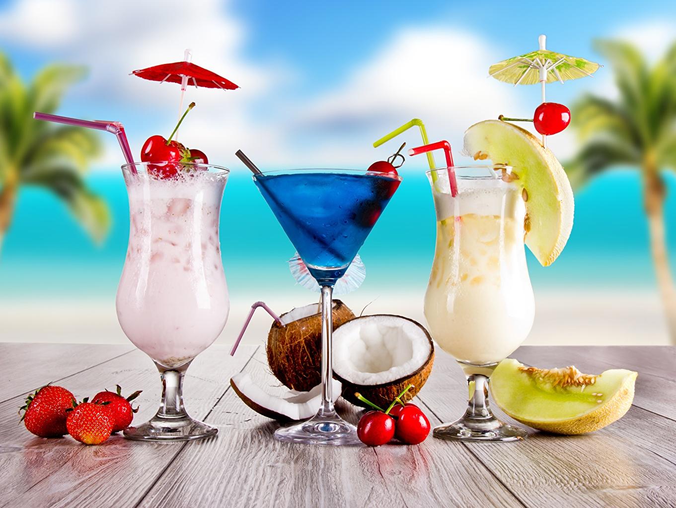 Картинки Кокосы Клубника Еда Трое 3 Бокалы Коктейль Крупным планом напиток три Пища бокал втроем Продукты питания вблизи Напитки