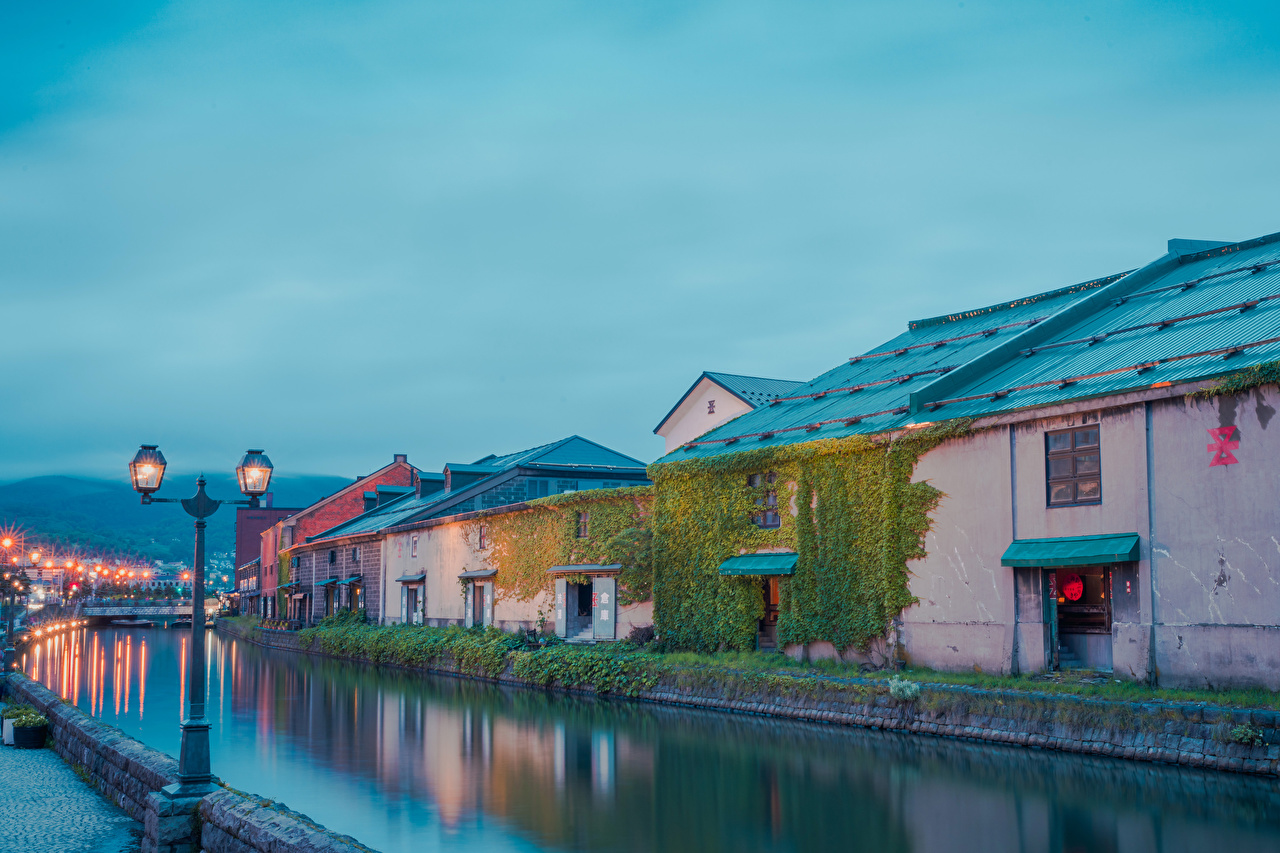 Картинки Япония Hokkaido Реки Вечер Уличные фонари Дома город река речка Здания Города
