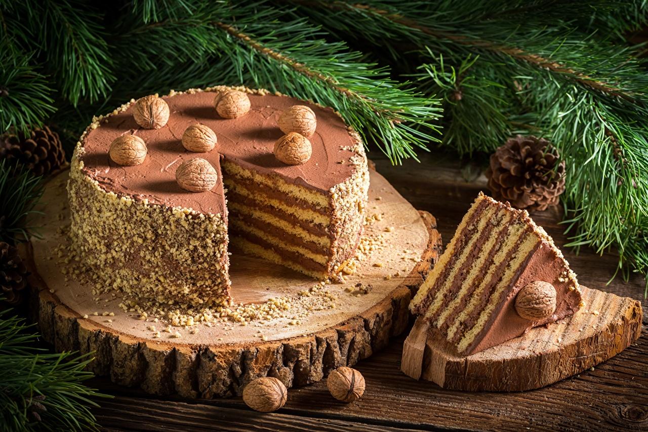 Обои для рабочего стола Новый год Торты кусочки Продукты питания Орехи Рождество часть Кусок кусочек Еда Пища