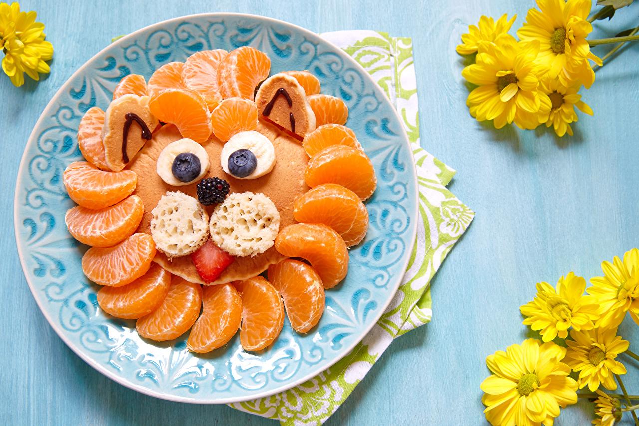 Картинка Мандарины Хризантемы Пища Тарелка Цитрусовые Доски дизайна Еда тарелке Продукты питания Дизайн