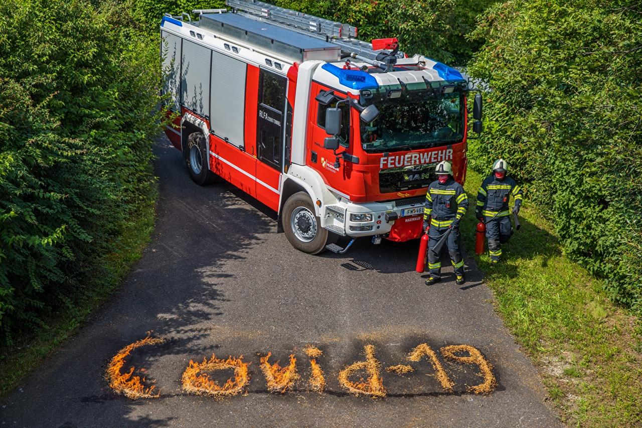 Фото Пожарный автомобиль Коронавирус Мужчины Английский Слово - Надпись униформе мужчина английская инглийские слова текст Униформа