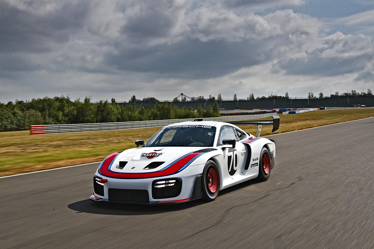 Фото Порше Стайлинг 2019 935 (991) скорость авто Porsche Тюнинг едет едущий едущая Движение машина машины Автомобили автомобиль