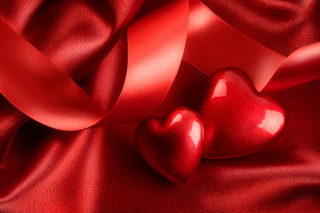 Обои для рабочего стола День святого Валентина Сердце Двое Красный Лента День всех влюблённых серце сердца сердечко 2 два две вдвоем красная красные красных ленточка