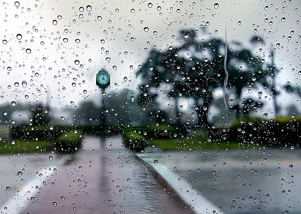 Фотографии Часы улиц Дождь капельки вблизи Города капля Капли улице Улица капель город Крупным планом