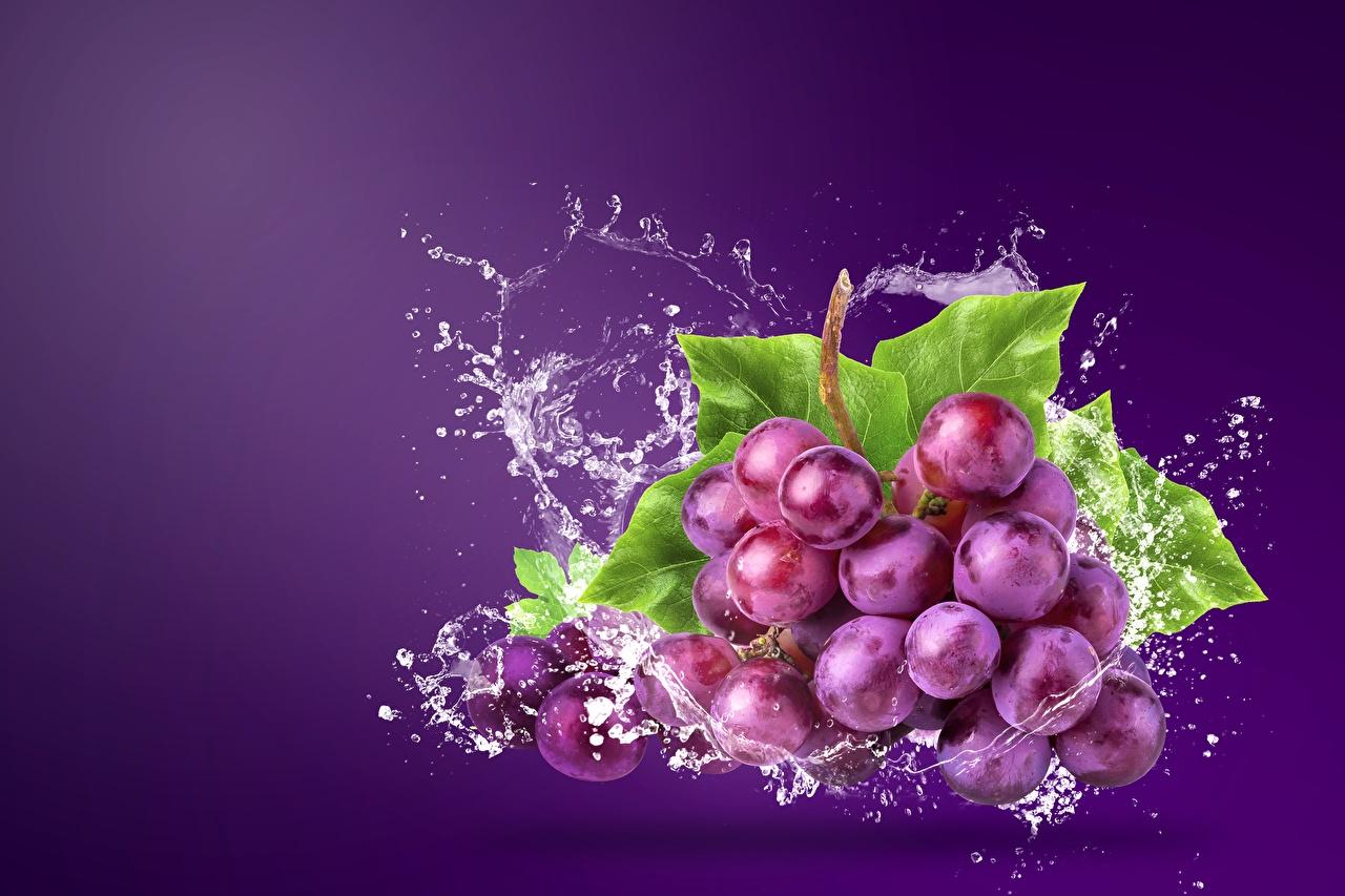 Фотографии Виноград с брызгами Пища Фрукты Брызги Еда Продукты питания