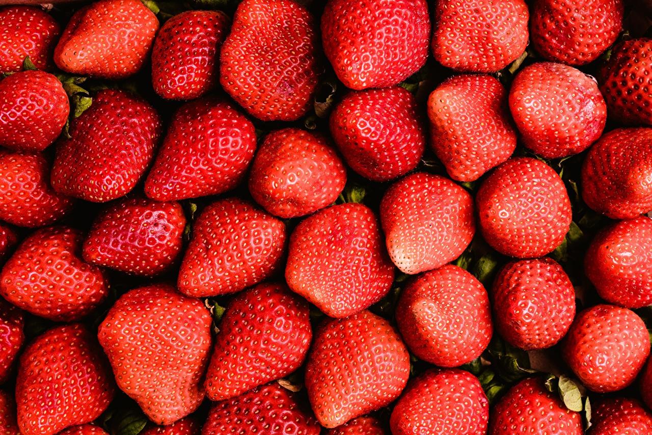 Картинка Клубника Еда Много вблизи Пища Продукты питания Крупным планом