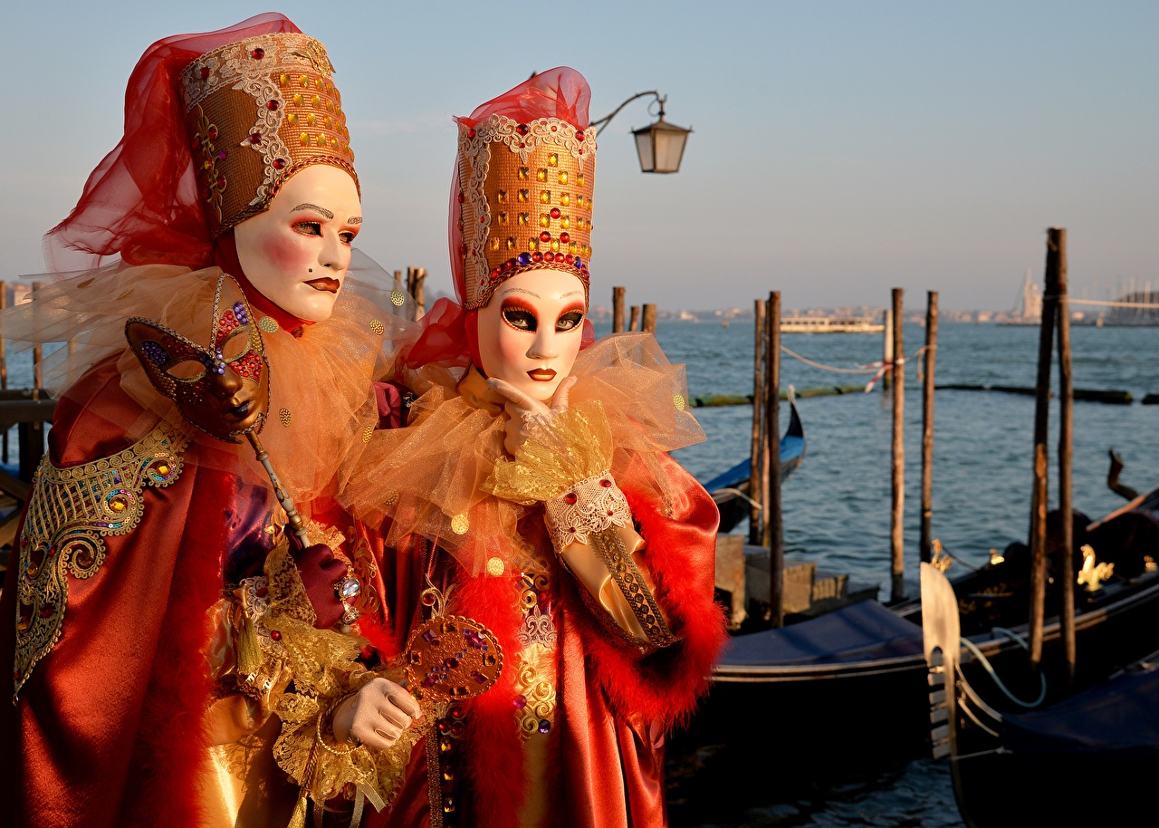 Картинка Венеция Италия два Маски Карнавал и маскарад 2 две Двое вдвоем