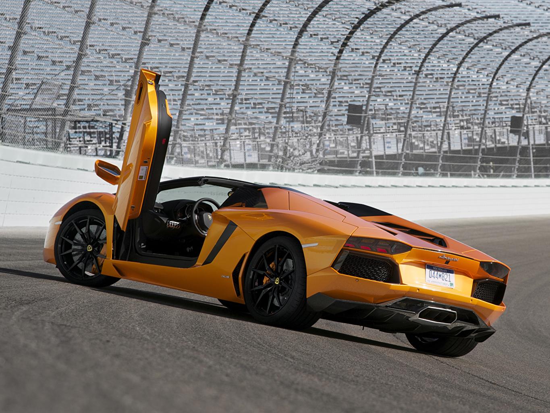 Фотография Ламборгини Aventador LP700-4 Roadster Родстер Роскошные Оранжевый Машины Lamborghini дорогие люксовые Авто Автомобили