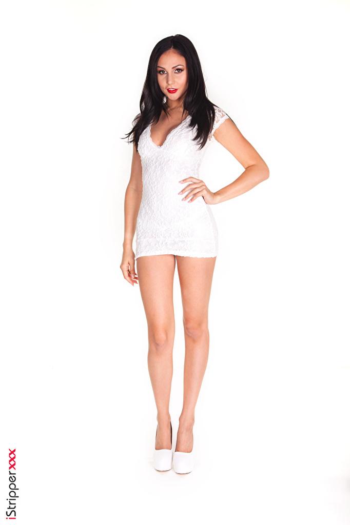 Картинки Ariana Marie брюнетки iStripper позирует молодые женщины ног Руки Белый фон Платье туфель  для мобильного телефона Брюнетка брюнеток Поза девушка Девушки молодая женщина Ноги рука белом фоне белым фоном платья Туфли туфлях