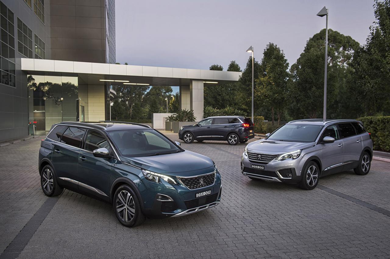 Обои для рабочего стола Пежо 2017-19 5008 три Автомобили Peugeot авто Трое 3 машина машины втроем автомобиль