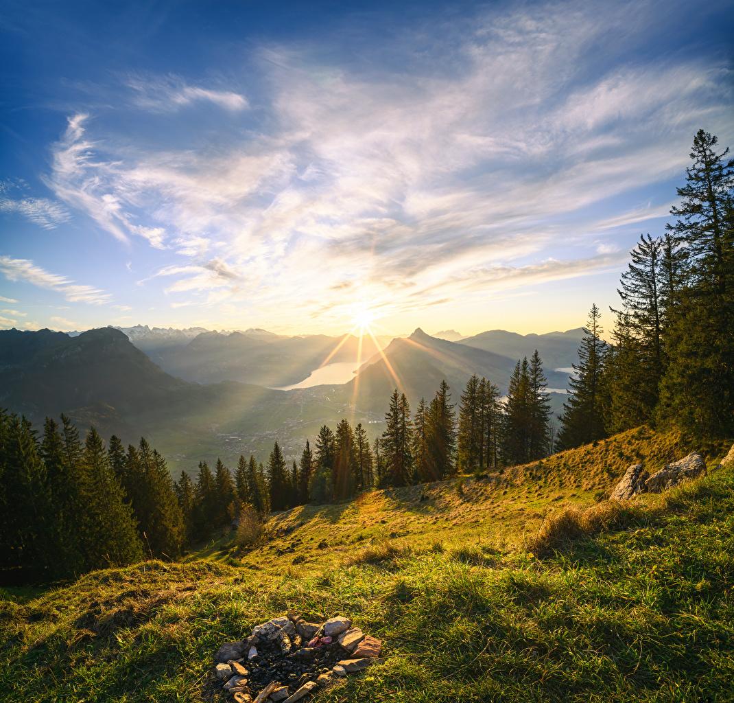 Картинка Альпы Швейцария Grosser Mythen Горы Солнце Природа Небо Пейзаж дерева Облака альп гора солнца дерево облако Деревья облачно деревьев