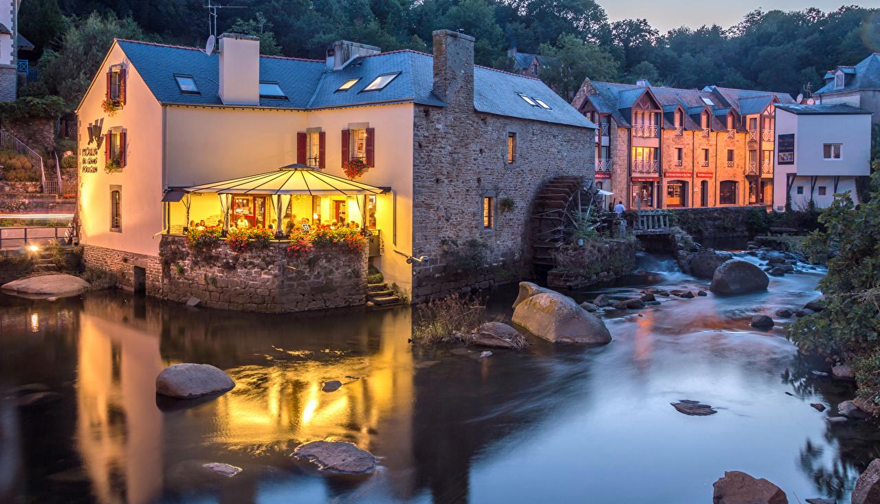 Фото Франция Pont Aven Кафе Реки Камни Вечер Города Здания речка Камень Дома
